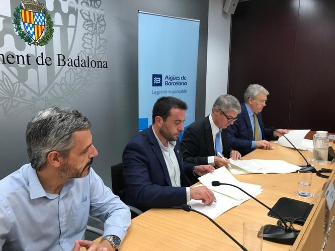 L'Ajuntament de Badalona i Aigües de Barcelona signen un protocol per garantir aigua a qui no la pugui pagar