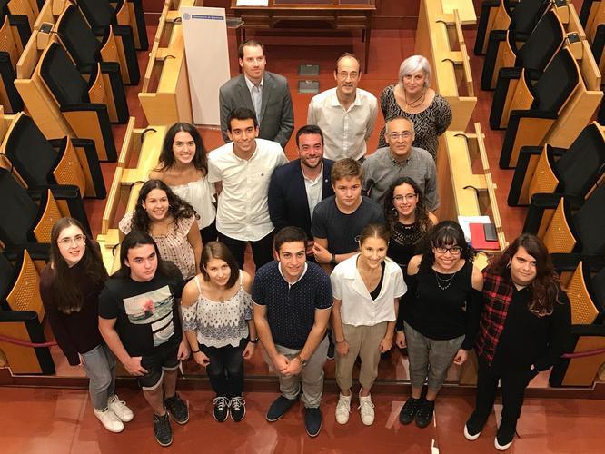 Badalona reconeix l'esforç i la trajectòria acadèmica de 19 alumnes de la ciutat que van superar el 9 a les PAU del curs passat