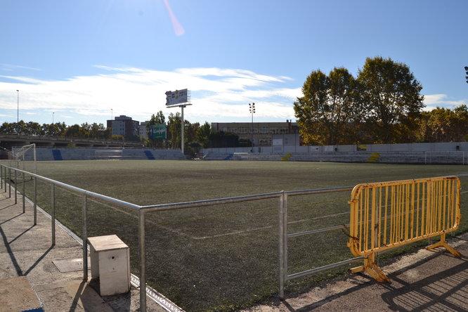 S'inicien les obres de substitució de la gespa artificial i la remodelació dels vestidors del Camp de Futbol Municipal Badalona Sud