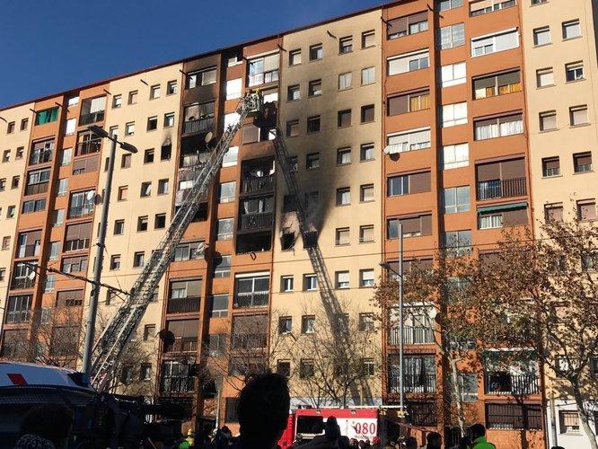 Un incendi aquest matí en un edifici de l'avinguda del Marquès de Mont-roig ha ocasionat tres víctimes mortals