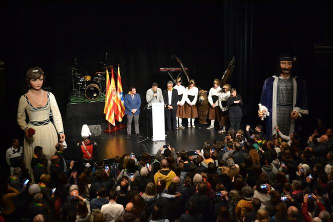 El base del primer equip del Club Joventut Badalona Nicolás Laprovittola ha llegit aquest vespre el pregó de les Festes de Maig de Badalona 2019