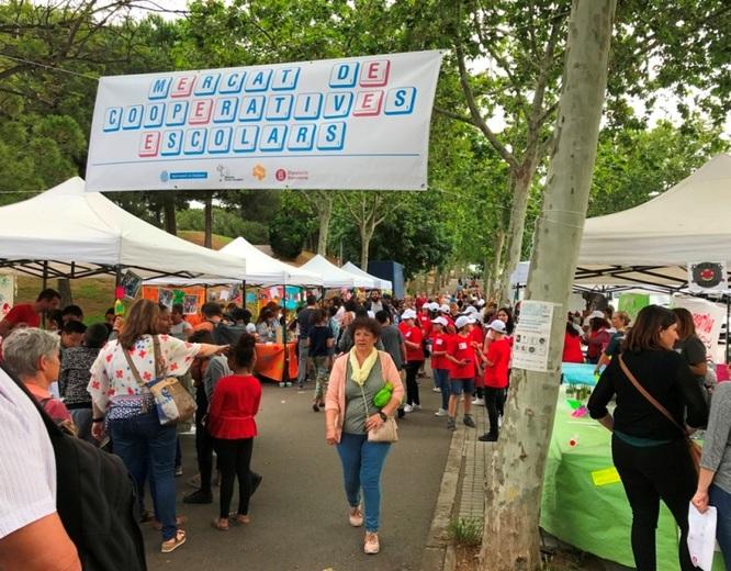"""S'ajorna el mercat de les cooperatives escolars del projecte """"Cultura emprenedora a l'escola"""" que s'havia de fer aquest divendres als encants de Montigalà de Badalona"""