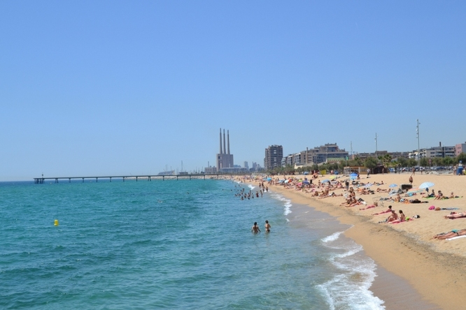 Aquest dissabte s'inicia la temporada de bany a les platges de Badalona