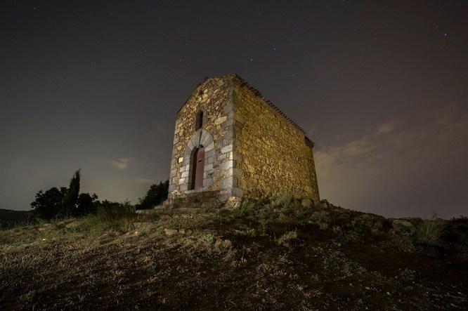 """El Museu de Badalona acull l'exposició """"Estels, ermites i esglesioles de la serralada de Marina"""""""
