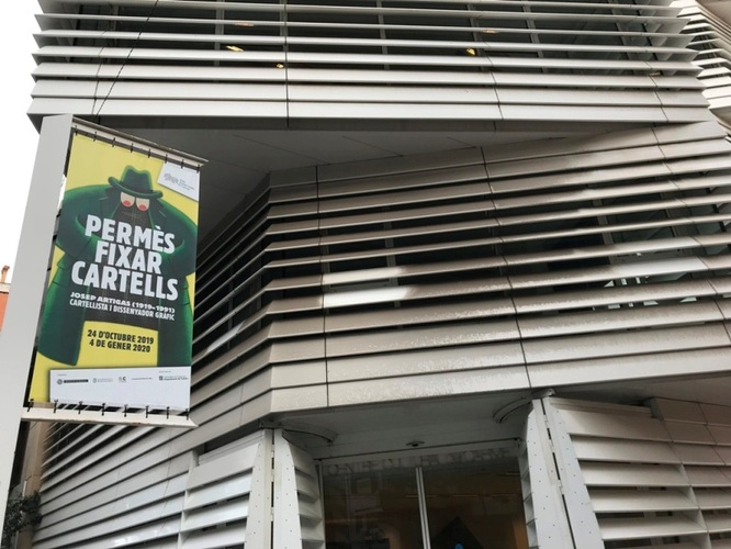 """La Sala Josep Uclés, del Centre Cultural El Carme, acull des de demà dijous l'exposició """"Permès fixar cartells. Josep Artigas (1919-1991), cartellista i dissenyador gràfic"""""""