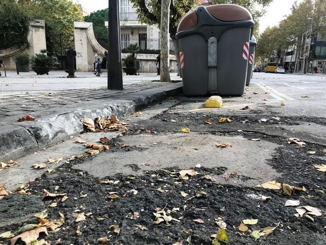 La Guàrdia Urbana de Badalona ha detingut aquesta matinada dos homes com a presumptes autors de la crema de contenidors