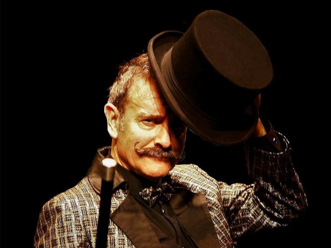 """Enric Magoo celebra a Badalona amb """"Confidències d'un prestidigitador"""" els seus 40 anys de màgia als escenaris"""