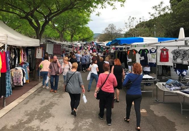 Els encants municipals de Badalona que es munten els divendres a Montigalà podran vendre productes d'alimentació mentre hi hagi decretat l'estat d'alarma a causa de la Covid-19