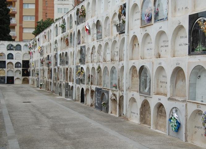 Els dos cementiris de Badalona reobren les seves portes al públic a partir d'avui dilluns