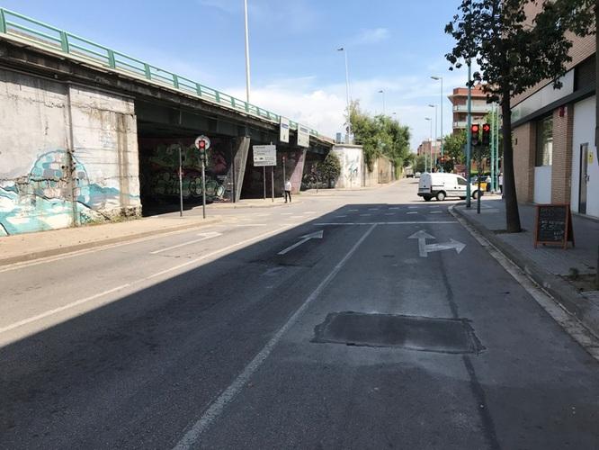Reobert el carril del carrer d'Osca de Badalona al lateral de l'autopista C-31