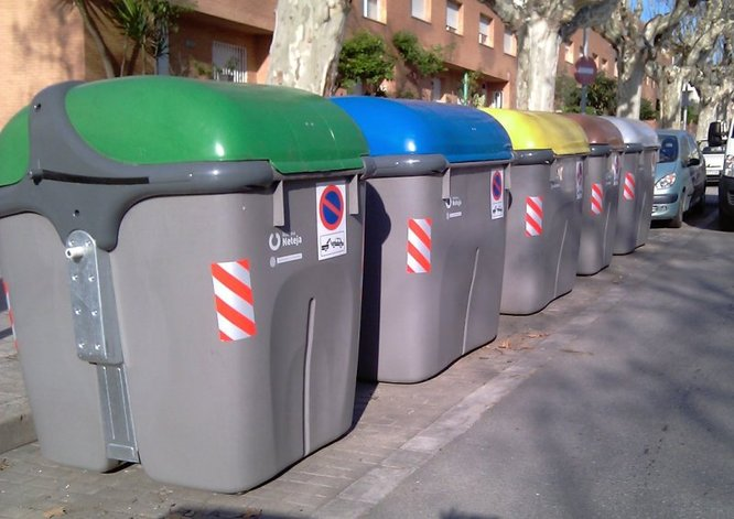 L'Ajuntament posa en marxa un nou operatiu de neteja de la via pública amb brigades que s'encarregaran d'evitar que els contenidors d'escombraries estiguin desbordats