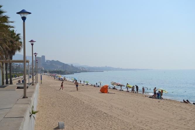 La platja del Cristall-Barca Maria de Badalona obté el reconeixement de Bandera Blava