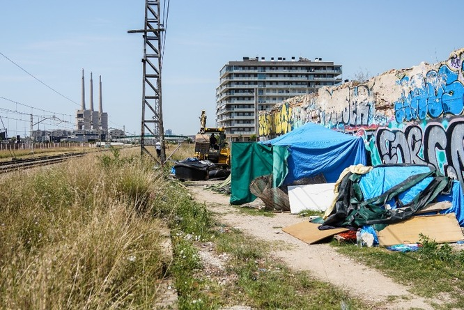 Desmantellat un assentament il·legal prop del port de Badalona