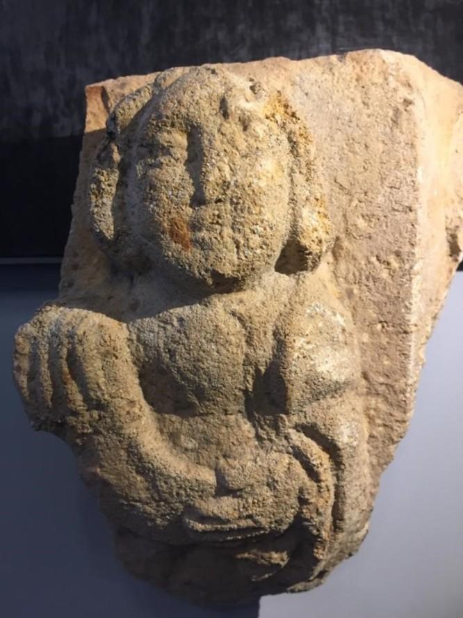 Una excavació arqueològica al carrer del Temple de Badalona descobreix una peça singular de la baixa Edat Mitjana