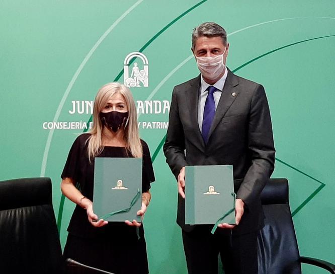 L'alcalde Xavier Garcia Albiol i la consellera de Cultura d'Andalusia signen un protocol per al foment de la cultura andalusa a Badalona