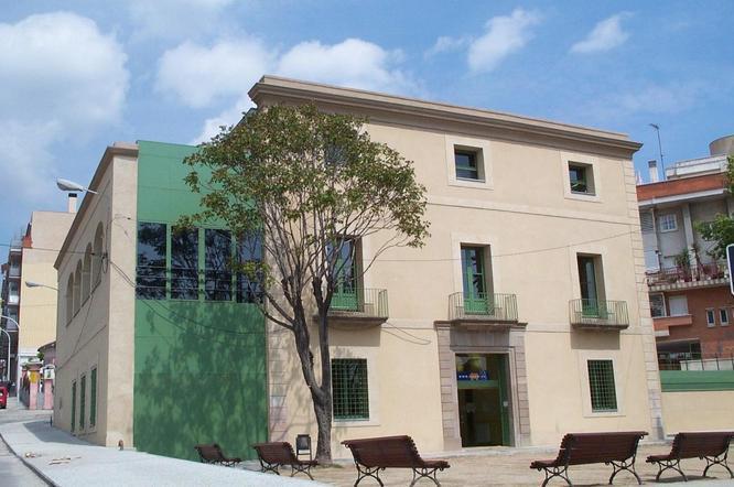 L'Ajuntament de Badalona contractarà a temps complet cinquanta persones que es troben en situació d'atur