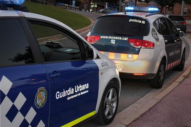 La Guàrdia Urbana de Badalona i els Mossos d'Esquadra col·laboren per detenir el piròman que està cremant contenidors a l'àrea metropolitana