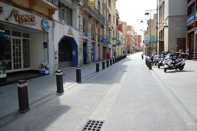 El carrer de Francesc Layret es converteix de forma definitiva en una zona de vianants els cap de setmana i festius a partir d'aquest dissabte