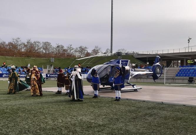 Els Reis d'Orient ja han arribat en helicòpter a l'Estadi Municipal de Badalona