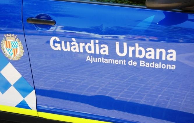 Quatre agents de la Guàrdia Urbana han estat brutalment agredits aquesta tarda quan han descobert un pis amb la llum punxada on hi havia una plantació de marihuana