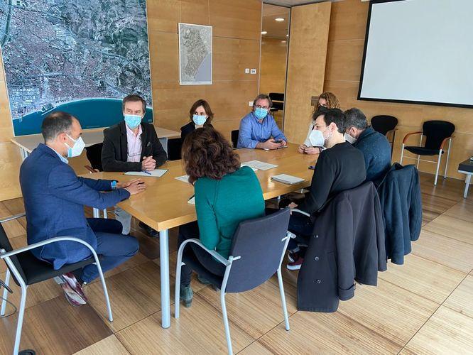 Badalona i Endesa comencen a coordinar la regularització dels contractes de llum dels usuaris que no estan donats d'alta al barri de Sant Roc