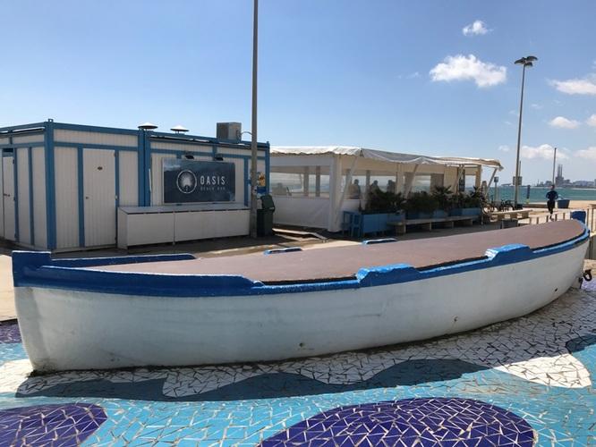 Comença la instal·lació de les guinguetes a les platges de Badalona