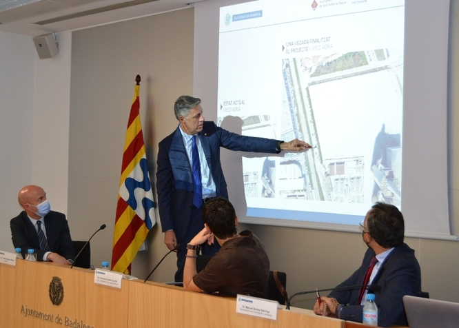 Badalona, Sant Adrià de Besòs, Metrovacesa i Endesa signen el conveni que permetrà l'enderrocament de l'actual mur i l'ampliació del carrer d'Eduard Maristany