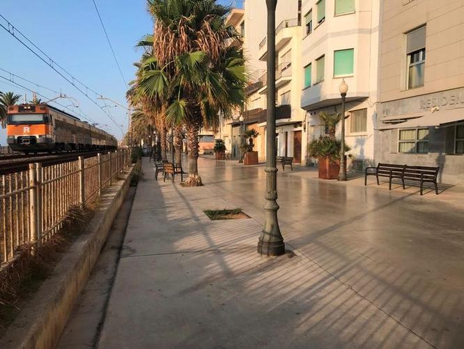 L'Ajuntament de Badalona i Adif acorden explorar solucions que permetin reduir el soroll del tren i al mateix temps protegir la Rambla de la ciutat