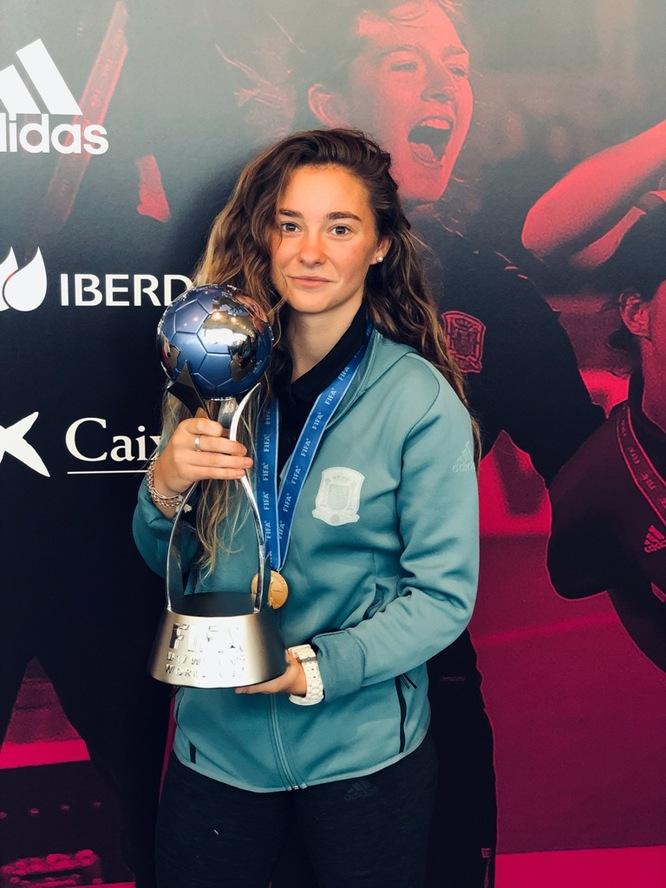 L'Ajuntament ofereix una recepció a la futbolista badalonina Ainhoa Marín, integrant de la selecció espanyola de futbol guanyadora de la Copa Mundial Femenina Sub-17 celebrada a l'Uruguai