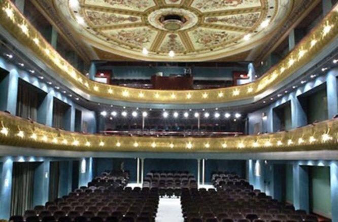 Engestur i Badalona Cultura signen un conveni per oferir aparcament gratuït a les persones usuàries dels teatres municipals