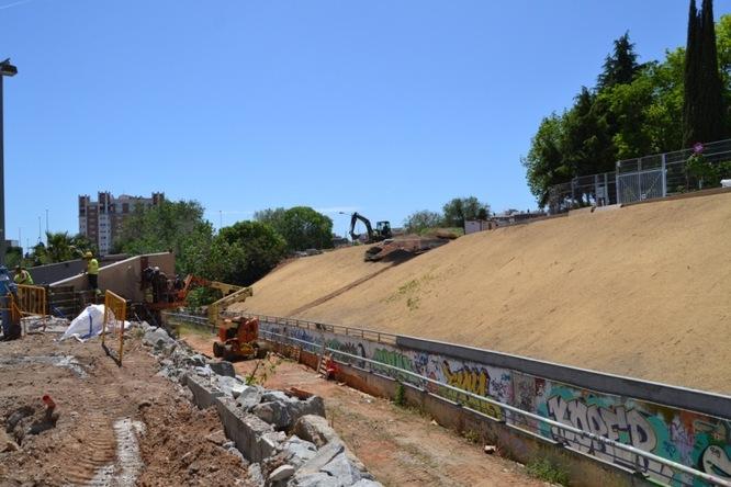 Dijous comença la instal·lació de la passarel·la de 30 metres al Torrent de la Font i la 3a fase de les obres de pavimentació de la carretera de Can Ruti