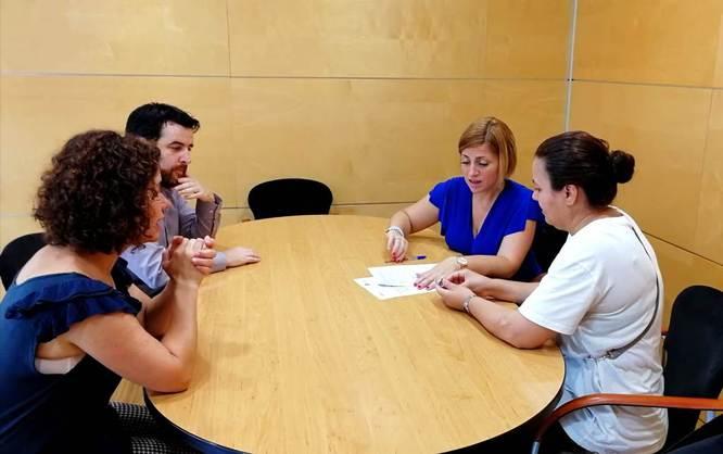 Entregats tres pisos de lloguer social a famílies que estaven en la llista d'espera de la Mesa d'Emergència Habitacional