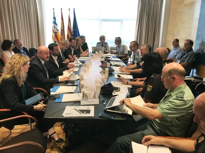 L'alcalde Álex Pastor reclama al conseller Miquel Buch que augmenti el nombre de Mossos d'Esquadra a la ciutat