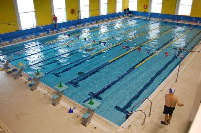 La piscina Mireia Belmonte i els gimnasos municipals disposaran de nou material per a les activitats esportives