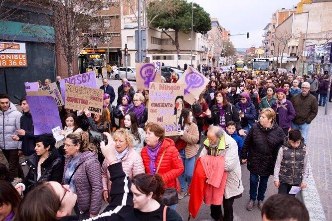 Badalona continua lluint el color lila per commemorar el Dia Internacional de les Dones amb més activitats de sensibilització i reivindicació