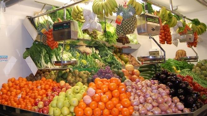 L'Ajuntament de Badalona entrega tiquets menjador per gastar en els mercats municipals a les famílies vulnerables amb infants de la ciutat
