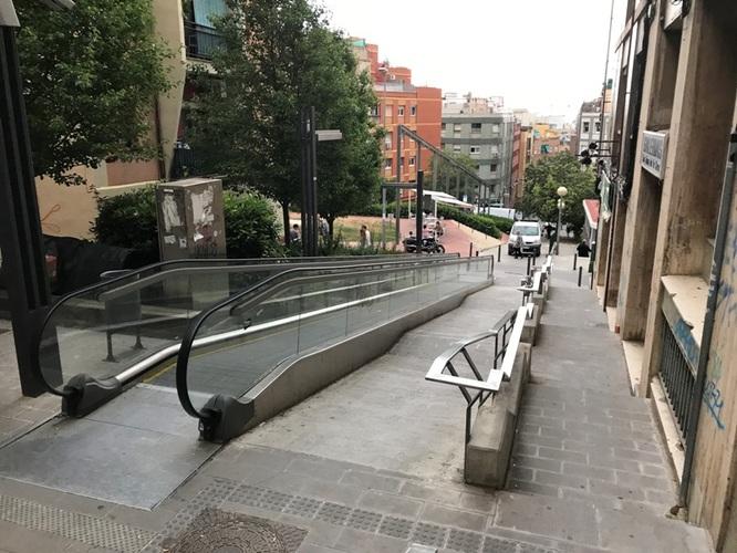 Les obres de reparació de les rampes mecàniques del carrer de Cuba, que portaven més de 800 dies sense funcionar, començaran la segona quinzena del mes de juliol