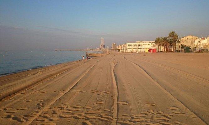L'alcalde de Badalona critica la decisió de l'alcaldessa Ada Colau de tancar les platges de Barcelona durant la revetlla de Sant Joan