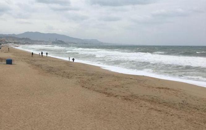 L'alcalde de Badalona demana per carta a la presidenta de l'AMB que convoqui tots els alcaldes de municipis metropolitans amb platja per consensuar l'ús d'aquestes durant la revetlla de Sant Joan