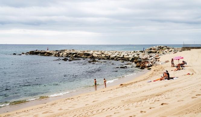 La platja de la Marina de Badalona romandrà tancada durant les nits