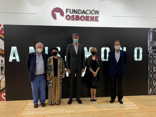 L'alcalde Xavier Garcia Albiol inaugura a El Puerto de Santa María l'exposició 'El Diamant de Badalona' amb motiu del 150è aniversari de l'Anís del Mono