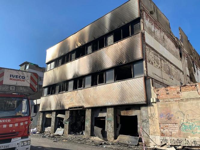Badalona declararà tres dies de dol per les víctimes de l'incendi d'una nau abandonada