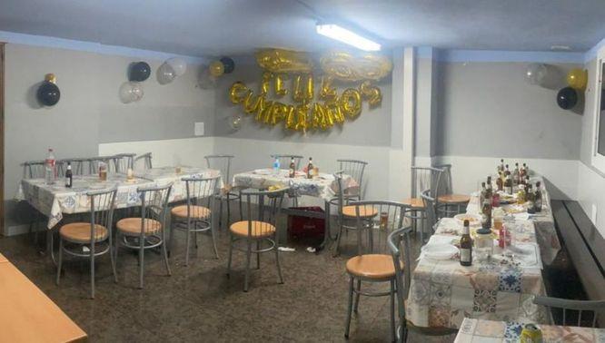 La Guàrdia Urbana de Badalona desmantella una festa en un bar amb 40 persones