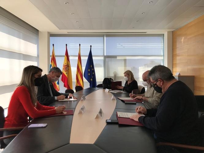 L'Ajuntament, els sindicats CCOO i UGT i la FAVB recuperen el diàleg social i signen un acord per a la contractació de 39 agents cívics