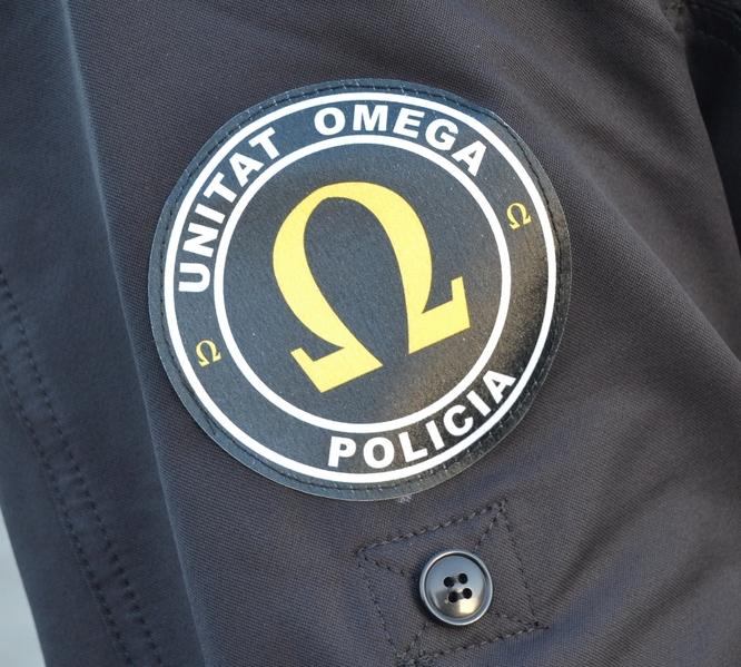 La Unitat Omega de la Guàrdia Urbana de Badalona ha detingut aquest diumenge dos individus que estaven intentant obrir diversos vehicles per robar al seu interior