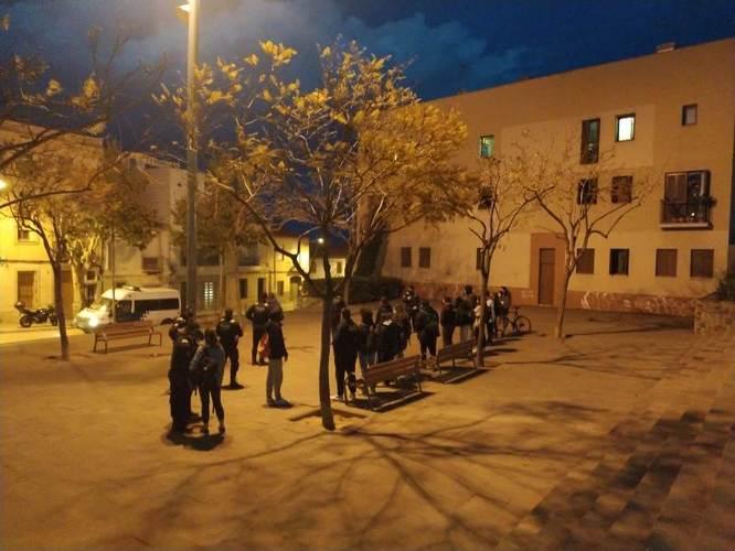 La Guàrdia Urbana denuncia 18 persones a la plaça Ciutat Romana per beure al carrer i no respectar les mesures sanitàries