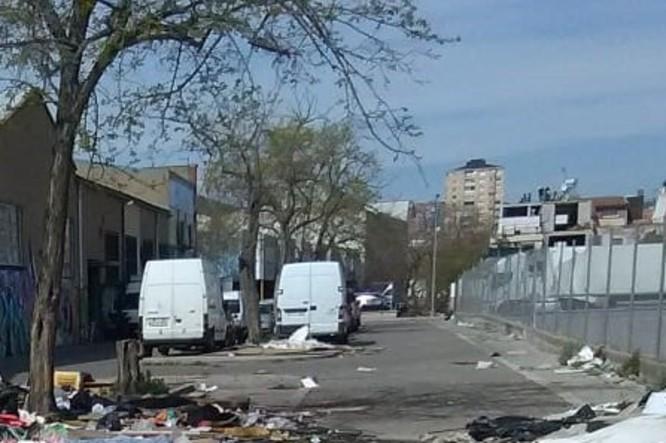 El carrer de les Cosidores del barri de la Mora deixarà de ser un espai degradat i ple d'escombraries