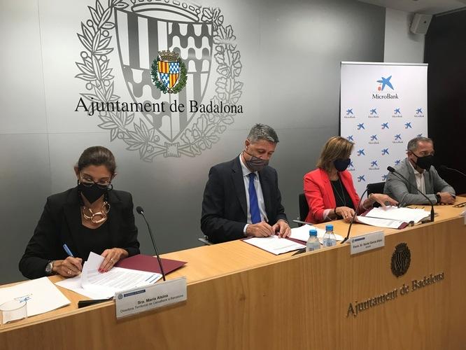 L'Ajuntament de Badalona signa un conveni de col·laboració amb MicroBank per reactivar l'autoocupació i l'activitat emprenedora a la ciutat